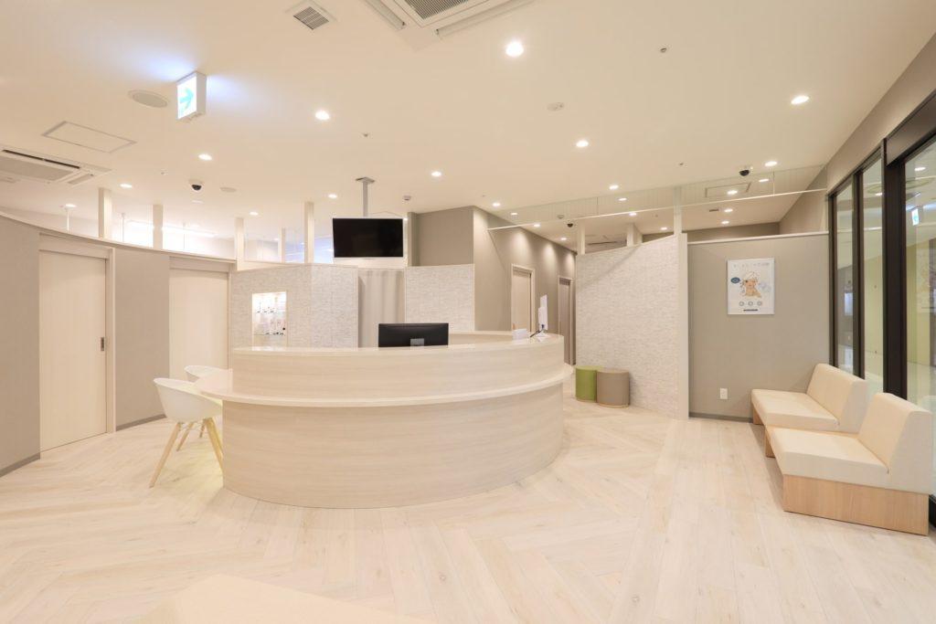 待合室|優しい色合いをベースに、ゆったりとくつろげる待合室です。