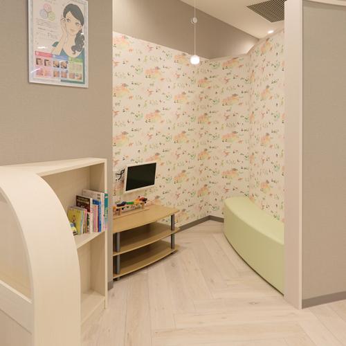 キッズスペース|小さいお子様連れでも、楽しく待てるようキッズスペースをご用意しておりますので安心して施術をお受けいただけます。