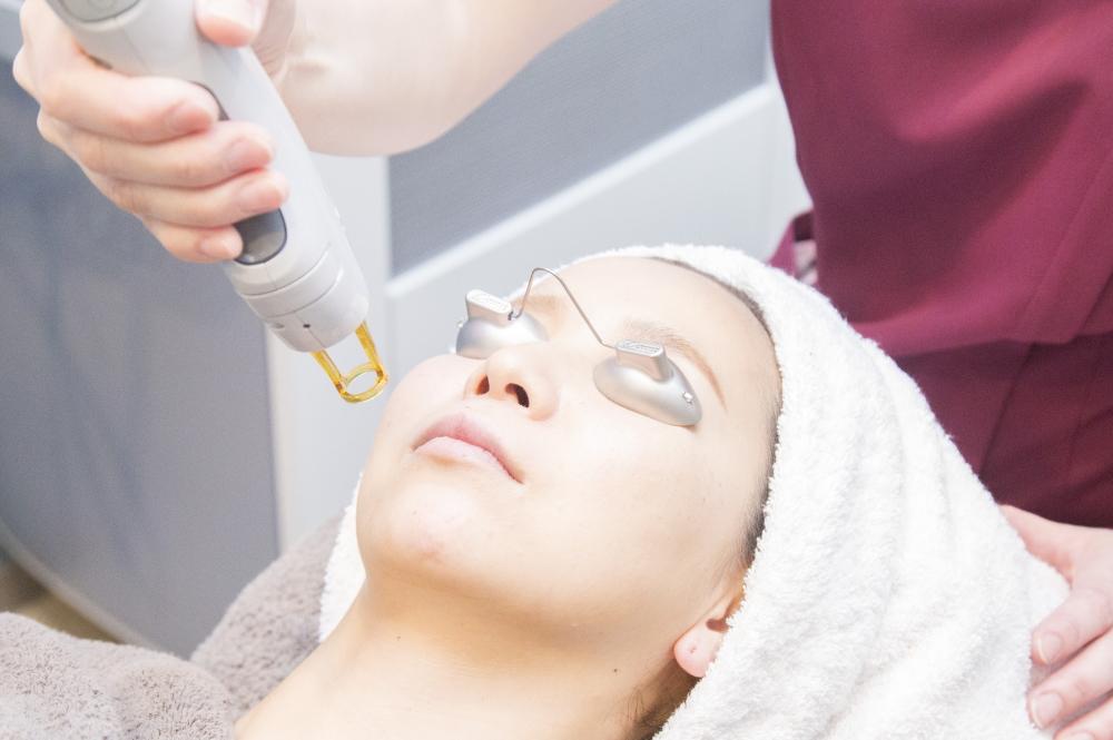 美容皮膚科|しわ・たるみ・ハリ・しみ・そばかす・肝斑・あざ・ほくろ・イボ・ニキビ・毛穴・多汗症・薄毛治療などお肌に関するお悩み